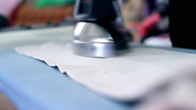 鉄のトラウザー - ジェンダー・ステレオタイプ点の映像素材/bロール
