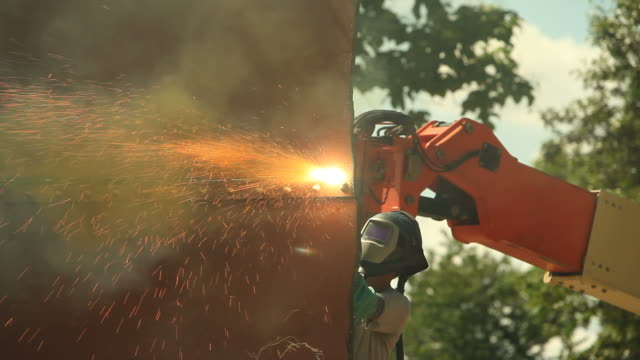iron worker using plasma cutter with toxic yellow smoke - welding helmet stock videos & royalty-free footage