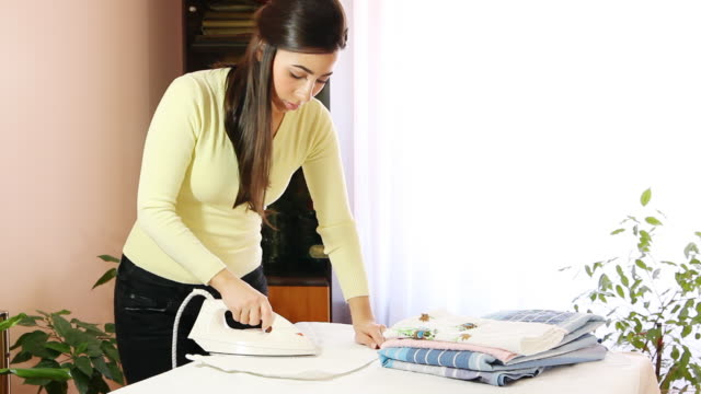 stockvideo's en b-roll-footage met ironing - strijkijzer