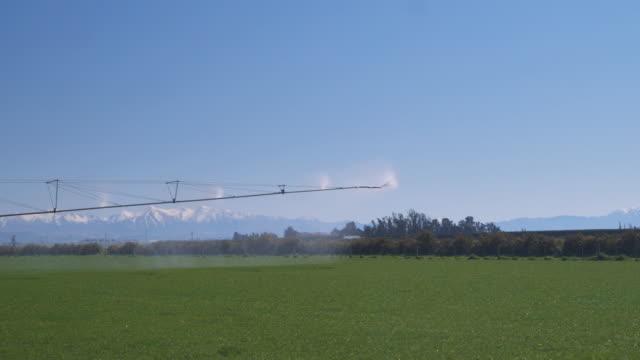WS Irrigation machine rotating over paddock and spraying water / Ashburton, Canterbury, New Zealand