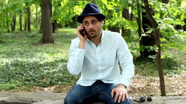 stockvideo's en b-roll-footage met geïrriteerde jongeman praten aan de telefoon - communication problems
