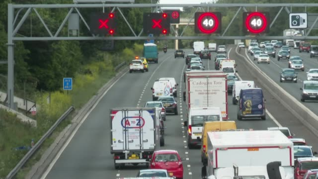 is worst road for breakdowns in england; england: greater london: m25 ext driver's point of view dashcam broken cars parked on hard shoulder cars... - m25 video stock e b–roll