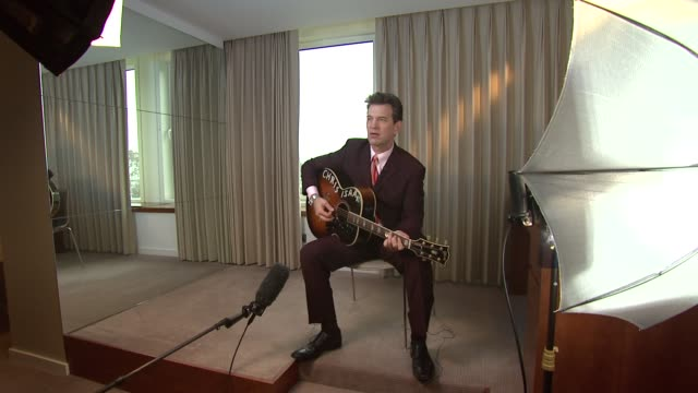 vídeos de stock, filmes e b-roll de isaak at chris isaak interview the royal garden hotel on 24th january 2012 in london - chris isaak