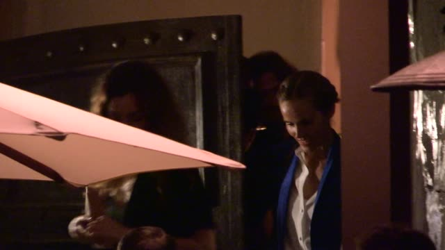 isabel lucas departs private 2014 caa pre oscar party in bel air celebrity sightings in los angeles on february 28 2014 in los angeles california - oscarsfesten bildbanksvideor och videomaterial från bakom kulisserna