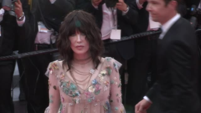isabelle adjani julianne moore and leila bekhti on the red carpet for the premiere of everybody knows todos lo saben at the cannes film festival 2018... - 71st international cannes film festival stock videos & royalty-free footage
