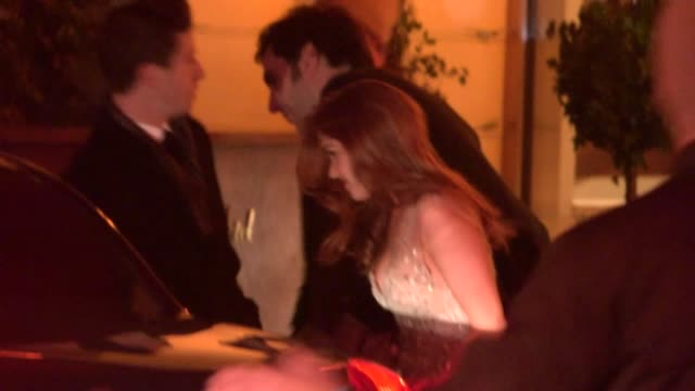 isla fisher & sacha baron cohen departs the 2013 golden globes after party at sunset tower in west hollywood, 01/13/13. - sacha baron cohen stock-videos und b-roll-filmmaterial
