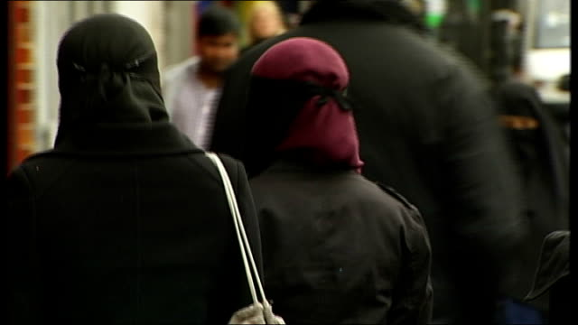 islamic extremist hotspots to be mapped by government; good shots of muslims in street including muslim women wearing headscarves and niqab and... - 僧衣点の映像素材/bロール