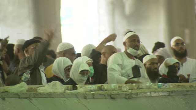 islamic pilgrims participate in the stoning of the devil ritual at mecca. - hajj stock-videos und b-roll-filmmaterial