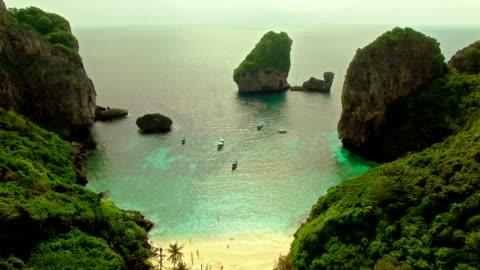 vídeos y material grabado en eventos de stock de isla por drone - islas phi phi