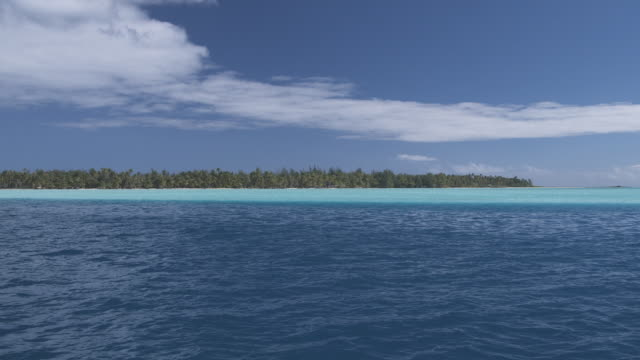 vidéos et rushes de ws island in tropical lagoon, bora bora, society islands, french polynesia - lagon