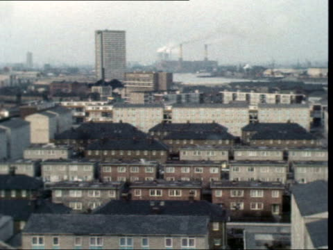 isle of dogs independence; england, london, isle of dogs tgv pan isle of dogs l-r roofs of houses, pan l-r lms ship, pull out to wasteland cms plan... - pamphlet stock videos & royalty-free footage