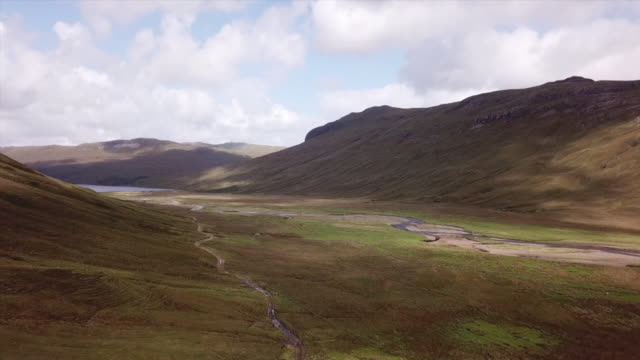 stockvideo's en b-roll-footage met isle of mull drone aerials up over valley - valley