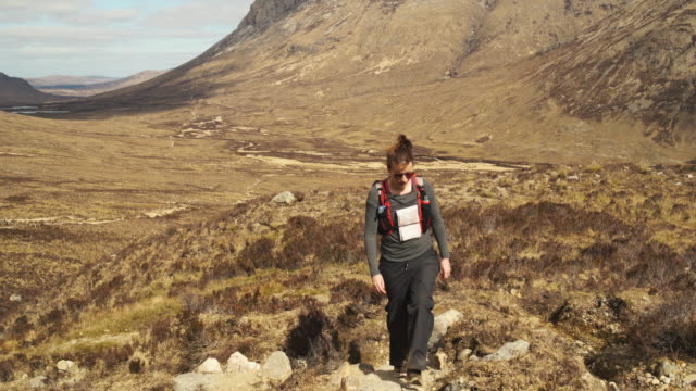 isle of skye sgurr - schottisches hochland stock-videos und b-roll-filmmaterial