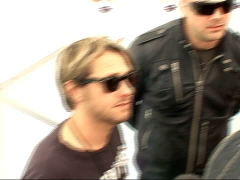 vídeos de stock, filmes e b-roll de isle of wight festival 2008: interview with rock band feeder; various of nicholas, hirose and richardson speaking to reporter - rock moderno