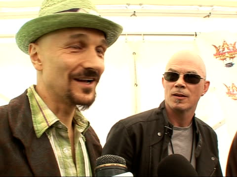 vidéos et rushes de interview with rock band james tim booth and fellow members of rock band james interview sot on festivals in the uk being too safe and bureaucratic - rock moderne