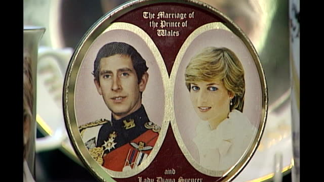 camden passage market commemorative plate for wedding of prince charles and lady diana spender on shelf in royal memorabilia shop commemorative plate... - souvenir stock videos and b-roll footage