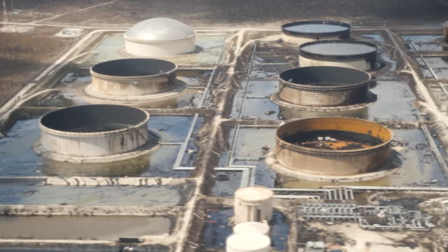 vidéos et rushes de isolated communities discovered ten days after hurricane dorian shows aerial views oil storage facility wrecked and spilling oil aerial view of... - bahamas