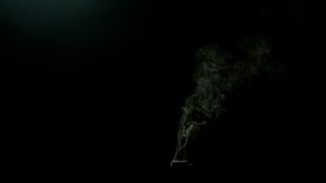 Isolierte Rauch erschossen auf schwarz