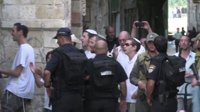 israel has deployed thousands of police in jerusalem, as crowds of jewish worshippers visited the western wall below the al-aqsa compound on tuesday... - gerusalemme est video stock e b–roll
