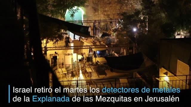 israel retiro el martes los detectores de metales en la entrada de la explanada de las mezquitas lugar santo del islam de jerusalen este pero las... - entrada stock videos and b-roll footage