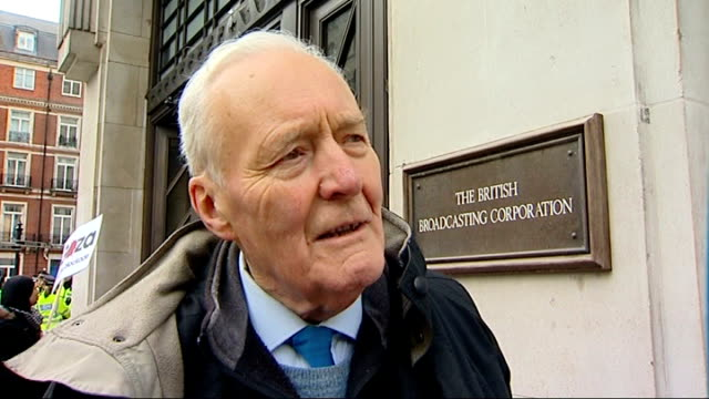 stockvideo's en b-roll-footage met refuses to air gaza appeal; tony benn interview sot - if the bbc doesn't broadcast it people will die in gaza because they haven't got aid that would... - tony benn