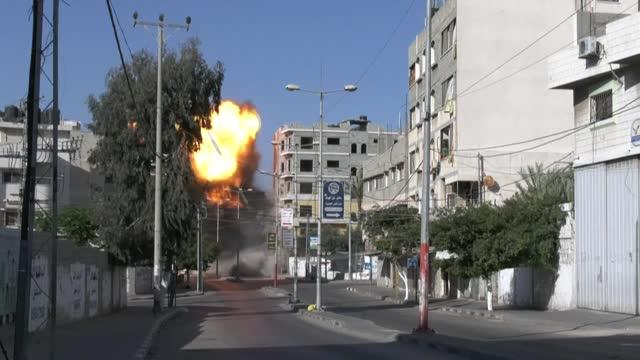 israeli airstrikes hit the headquarters of the palestinian production bank in gaza city - striscia di gaza video stock e b–roll