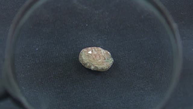 israeli archaeologists unveiled on monday a 2700 year old clay seal imprinted with images and hebrew words that may have belonged to a biblical... - antiquities stock videos & royalty-free footage
