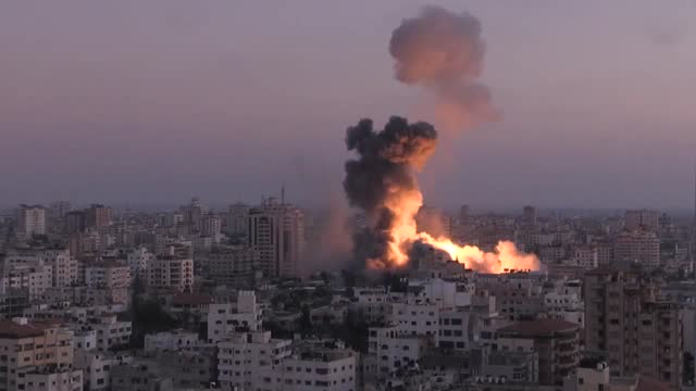 israeli army carried out airstrike on ansar government complex building on the second day of the muslim holy fasting month of ramadan, in gaza on... - striscia di gaza video stock e b–roll