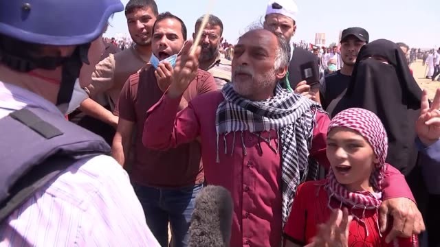 israeli army open fire on palestinian protesters gaza palestinian protesters towards demonstrators along on car with tyres palestinians towards with... - gaza strip stock videos & royalty-free footage