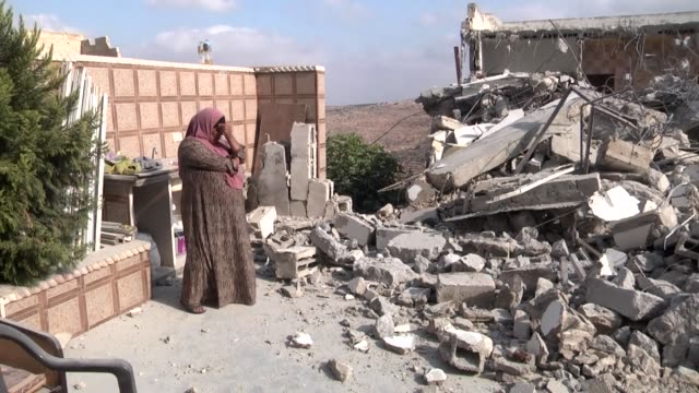vídeos de stock e filmes b-roll de israeli authorities have demolished three homes and sealed off a fourth of palestinians who carried out attacks that killed a soldier and a... - palestino