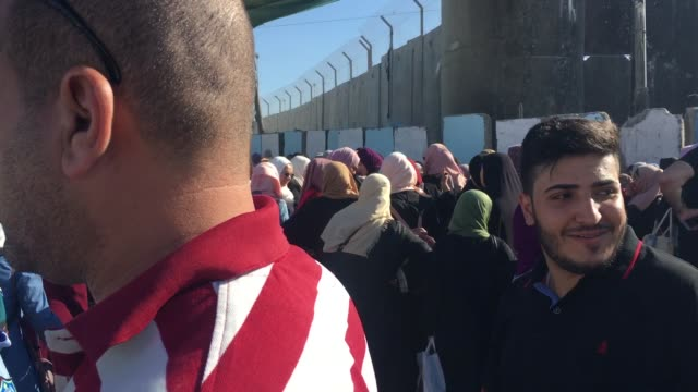 israeli border police closed the qalandia checkpoint the checkpoint that links the west bank to israel to vehicular traffic on the last two days of... - blocco stradale video stock e b–roll