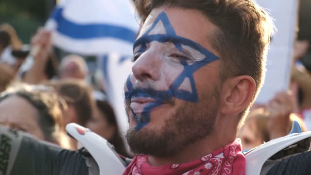 ISR: Anti-Netanyahu Protesters Celebrate Swearing In Of New Government In Jerusalem