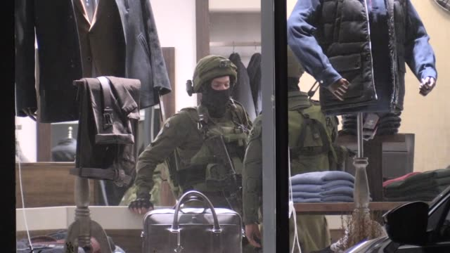 israeli forces raid palestinians houses and workplaces in ramallah west bank on december 11 2018 - イスラエル点の映像素材/bロール