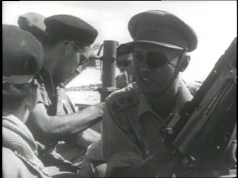 israeli general moshe dayan speaks to soldiers during the six day war in israel in the 1967 - sechstagekrieg stock-videos und b-roll-filmmaterial