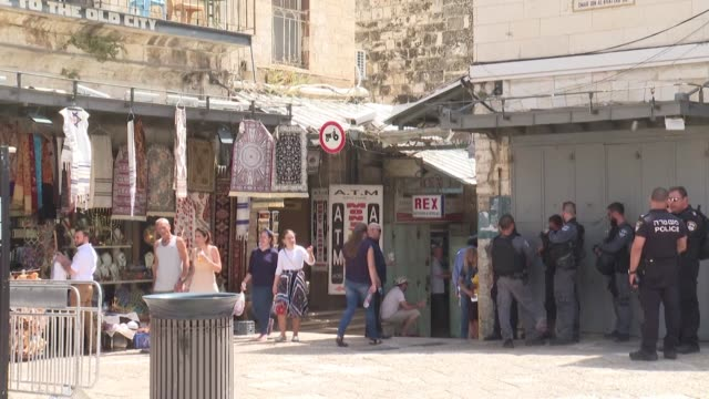 stockvideo's en b-roll-footage met israeli police control access to jerusalem's old city at the damascus gate after a palestinian stabbed and wounded two israelis in annexed east... - oost jeruzalem