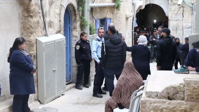 israeli police evict a palestinian family from their home in the occupied east jerusalem's old city area near the al-aqsa mosque on february 17,... - gerusalemme est video stock e b–roll