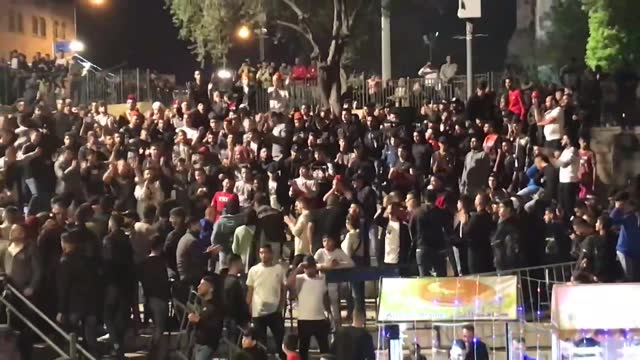israeli police forcibly evicted the palestinian group who held celebration at the damascus gate in the old city of occupied east jerusalem on late... - israel bildbanksvideor och videomaterial från bakom kulisserna