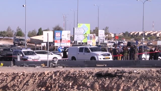 israeli police officers work at the scene after a palestinian was shot dead when he allegedly stabbed an israeli settler near the west bank city of... - イスラエルパレスチナ問題点の映像素材/bロール