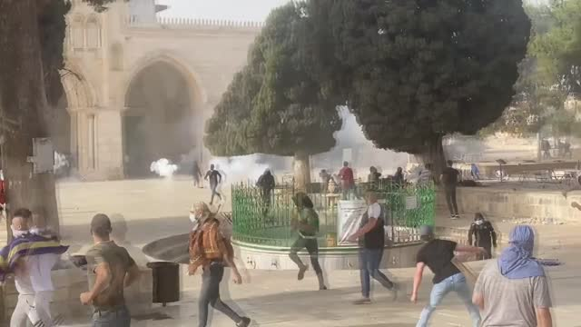 israeli police on monday stormed the al-aqsa mosque in occupied east jerusalem and attacked the palestinians who were on guard to prevent the raid of... - israel stock videos & royalty-free footage