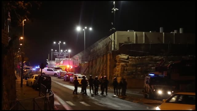 israeli police shot a palestinian who allegedly organized a knife attack in occupied east jerusalem on november 14 2018 it is reported that two... - パレスチナ文化点の映像素材/bロール