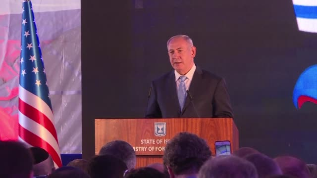vídeos de stock e filmes b-roll de israeli prime minister benjamin netanyahu bolstered in recent days by trump's withdrawal from the iran nuclear deal speaks at a reception welcoming... - embaixada dos eua