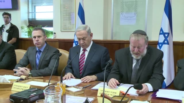 stockvideo's en b-roll-footage met israeli prime minister benjamin netanyahu chairs the weekly cabinet meeting on sunday in jerusalem - prime minister