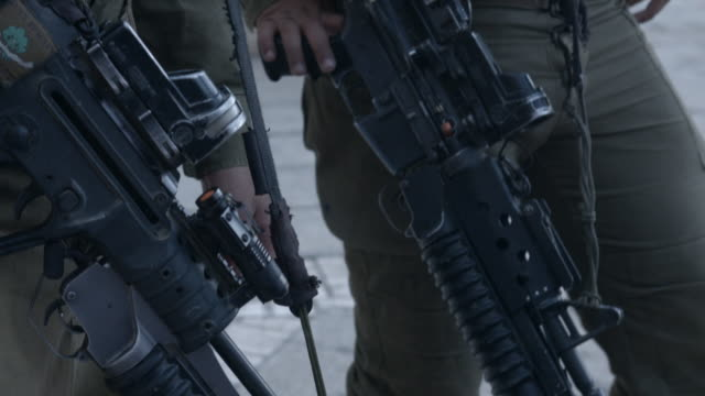 stockvideo's en b-roll-footage met israeli rifles - israëlisch leger