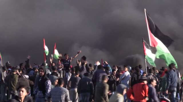 """israeli security forces clash with palestinian protesters during the """"great march of return"""" demonstration near the gaza–israel border in southern... - historical palestine stock videos & royalty-free footage"""
