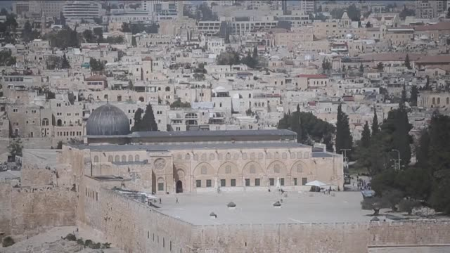 Israeli security forces stood guard outside Jerusalems flashpoint Al Aqsa mosque compound after it was opened to Jewish visitors