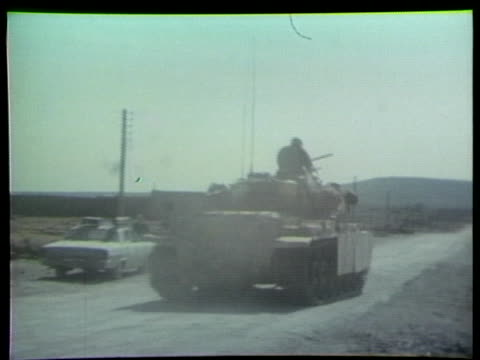 israeli soldiers fire tanks and check tank treads during the egyptian-israeli war. - tank stock videos & royalty-free footage