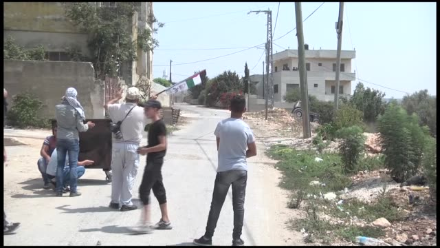 israeli soldiers intervene palestinians who stage a protest to prevent construction of israeli settlements on palestinian land in the village of kafr... - パレスチナ文化点の映像素材/bロール