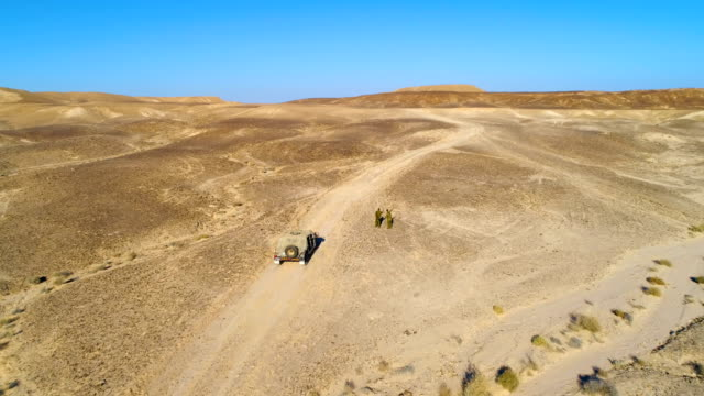 israeli soldiers training in the negev desert, israel - weaponry stock videos & royalty-free footage