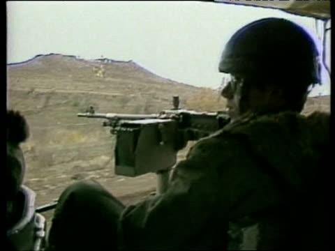vidéos et rushes de israeli troops patrolling in jeep - israël