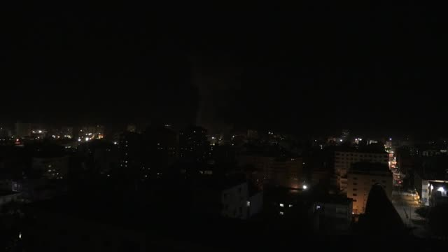 israeli warplanes carry out a fresh wave of airstrikes across the gaza strip on march 25 2019 airstrikes come in ostensible response to rocketfire by... - luftangriff stock-videos und b-roll-filmmaterial